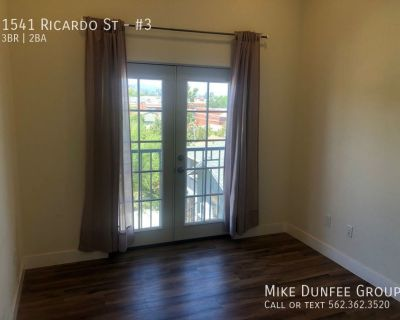 Spacious 3 Bedroom and 2 Bathroom Apartment Near Downtown