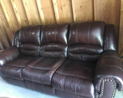 Reclinable leather couch/sofa burgundy/red