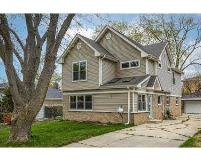 4 Bed 2 Bath Foreclosure Property in Itasca, IL 60143 - Broker Ave
