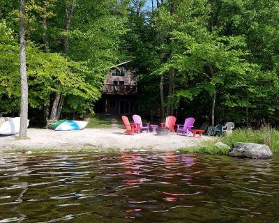 Escape To The Poconos! Spacious 5 Bedroom ON THE LAKE - Boats, Gameroom, Hot Tub - Gouldsboro