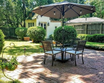 Charming 2 Bedroom Suite in Cloverdale District - Montgomery