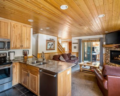 Modern 2 floor condo with all the amenities, close to Canyons Village, Sleeps 6 - Park City