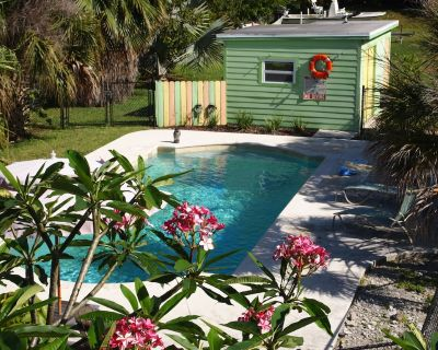 Cottage with Pool, Kayaks, and Boat Dockage just minutes to Key West! - Cudjoe Key