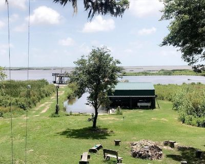 Camp Paradise located on the marsh in Pecan Island - Kaplan