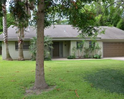 Medical Center Home, Private, Gated, Large Yard, Pet Friendly - Willow Meadows/Willowbend Area
