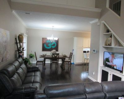 Cheerful 2-bedroom residential in Fishers, IN - Noblesville