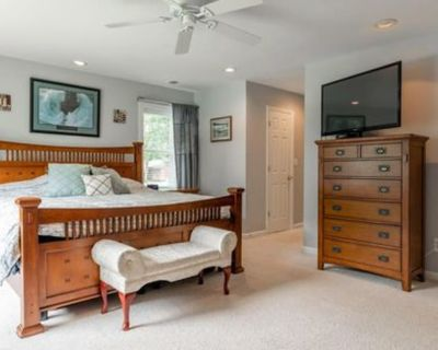 Private room with own bathroom - Idylwood , VA 22046
