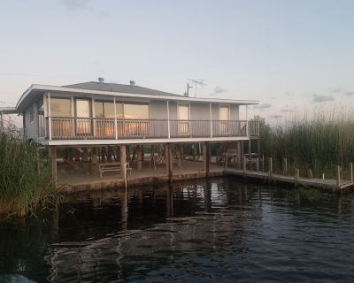 **Beautiful Waterfront Home in the Heart of a Wildlife Refuge** - Lacombe