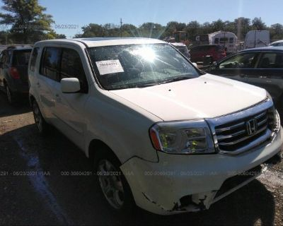 Salvage White 2013 Honda Pilot
