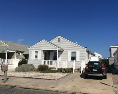 Totally Renovated Single Family Home, pet friendly, gas grill, outdoor shower. - Wildwood Crest