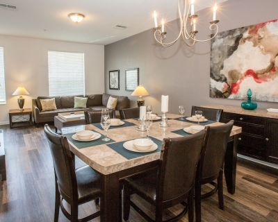 Three-story, 3-bedroom, 3.5 bath townhome perfect for your Florida vacation! - Orlando