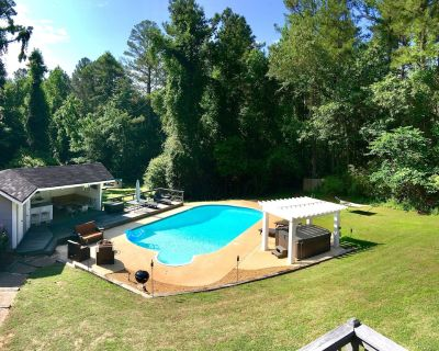 LargePrivateEstate on16Acres w/Jacuzzi,BBQ,Foosball,Playground&More!*SUMMER:POOL - Fayetteville
