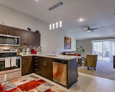 Modern Duplex w/King Bed Close to KCI/Zona Rosa - Kansas City