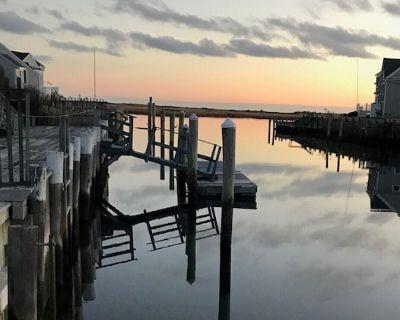 """Sea Gypsy"" Waterfront newly renovated, beautiful views, dock, beach! - West Dennis"