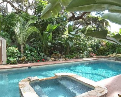 Historic bungalow with a lagoon pool/spa - Mount Dora