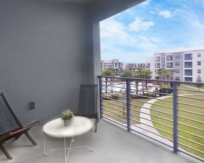 Modern Spacious 2 Bedroom Condo w/ Water Views! Great Location, Close to Disney, Restaurants & Shopping! Gated Resort w/ waterpark, Free Wifi! - Kissimmee