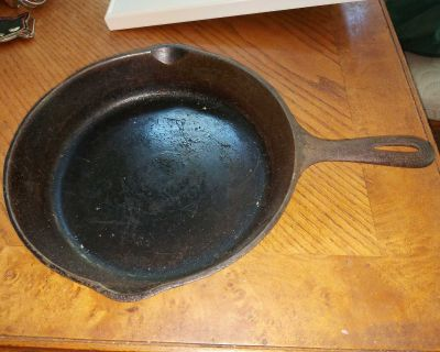 """Vintage 10.5"""" cast iron skillet / frying pan, made in USA, needs a bit of cleaning"""