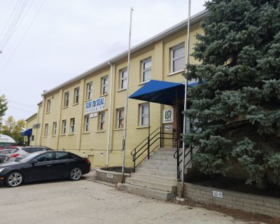 Investment Property For Sale/Multi-Tenant Industrial