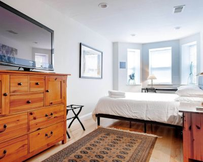 H St. Suite, 1-BR, 1 Block from the Corridor & DC Streetcar // Walk to Union Sta - Stanton Park
