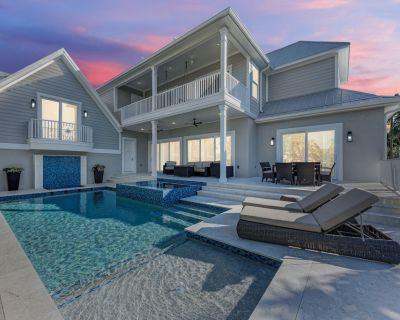 Brand New Luxe 4 Bedroom plus Nanny suite, Heated pool, spa, bikes - Holmes Beach