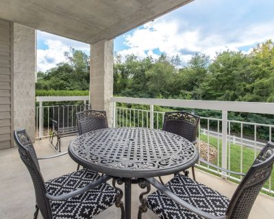 A Peaceful Getaway Whispering Pines 412, 2BR, Lazy River, 2 Pools, Gym, Wi-Fi, S - Pigeon Forge