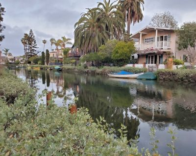 Water front tranquil historic Venice Canals 3.5 blocks from beaches - Venice Canals