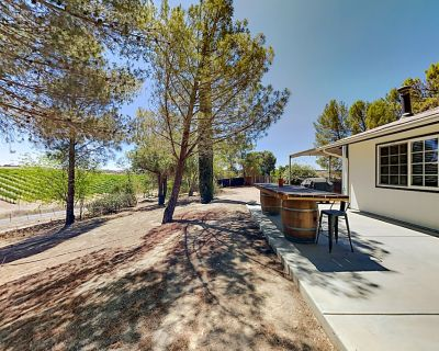 Steps to Union Road Wine Trail | Vineyard Views, Private Hot Tub, Firepit - Paso Robles