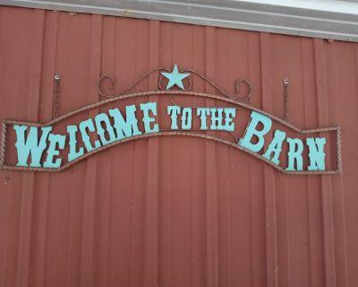 Barn Loft Retreat - Pleasant Plains
