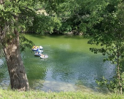 Guadalupe River, Perfect For Families, Large Events canoeing/kayak/tubing/fish - Center Point