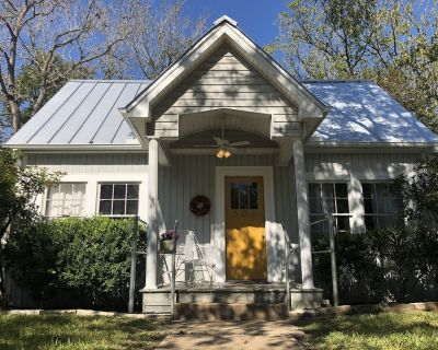 Newly Renovated Craftsmen Cottage minutes to Texas A&M - Caldwell