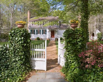 History, Art, Nature, Privacy- Historic Escape in 110 Acres of Ancient Woodland - Spring Grove