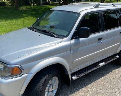 2004 Mitsubishi Montero Sport XLS