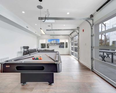 NEW Relaxing 2bdr Suite With Rec Room Gym Coffee Rooftop Patio - Southwest Center City