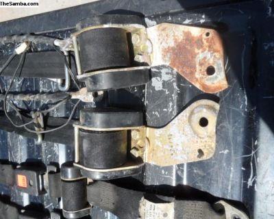 1974 411 VW Wagon front seat belts