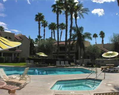 Home Away From Home 1 Bedroom, 1 Bath Condo Close To All. Pool, Jacuzzi, Tennis.