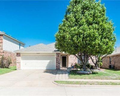 11125 Pleasant Wood Ln, Fort Worth, TX 76140