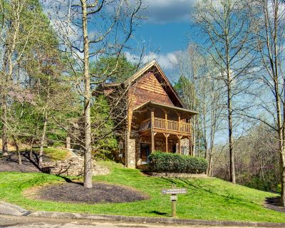 McCormack's Mill: Custom Cabin with Hot Tub, Resort Pool, Arcade Games, and 2 Miles from The Island! - Pigeon Forge