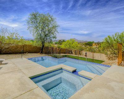 Dreamy Desert Escape w/ Mtn. Views, Private Pool/Hot Tub, Full Kitchen, & WiFi! - Tucson
