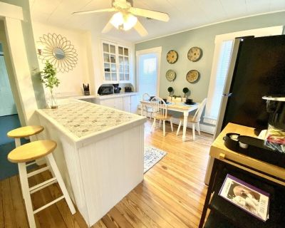 Charming 1Bed/1Bath (upstairs) apartment *Extended Stay* - West Carrollton