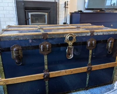 Old Steamer Trunk / Coffee Table