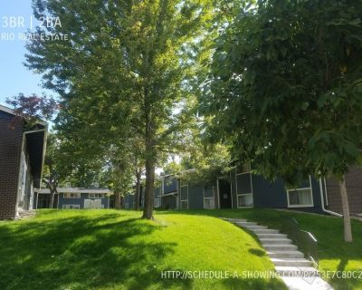 Beautiful Renovated 3BR 1.5BA Townhome Available for Move In October 15th w/Hardwood Floors/New Privacy Fence/Windows