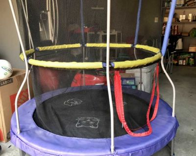 Kids trampoline 55 inch with enclosure