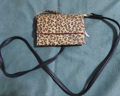 Adorable Snap Closure // Leopard Crossbody