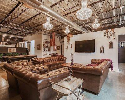 Texas Avenue BNB | The Glasgow Kiss Suite - East Downtown Houston