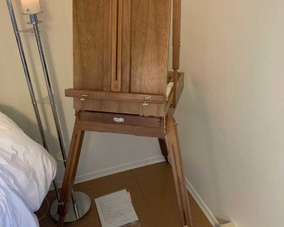 Artist French easel in excellent condition