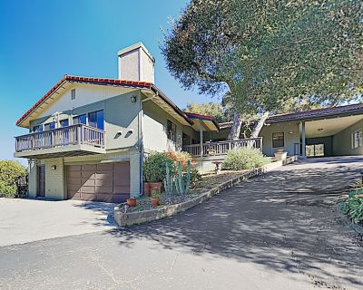 New Listing! Oak View: Large Family Home in Wine Country w/ Private Hot Tub - Atascadero