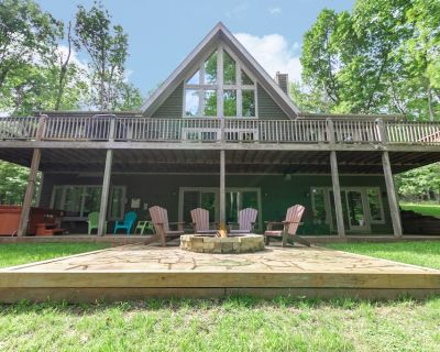 Wooded Lakefront Home w/Dock Slip, Hot Tub, Fire Pit, & Pool Table! - Thayerville