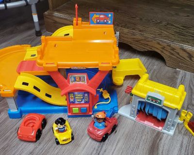 Little people car ramp and carwash