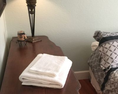 Private room with own bathroom - Agoura Hills , CA 91301