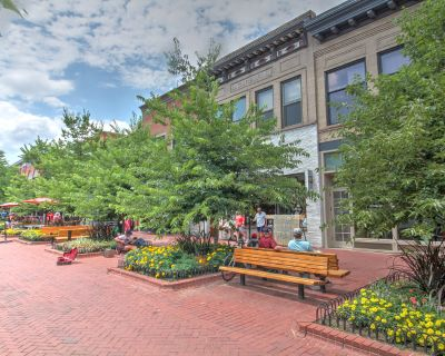 Spacious Single Offices Available on Pearl Street Mall